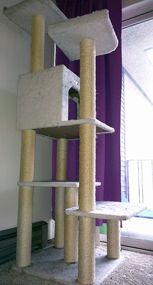 Cat tower and scratcher by Armarkat